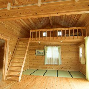 2階のオープンスペースにはハシゴで上る グルニエを設置