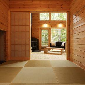 琉球畳を敷いた和室はゲストの寝室兼マージャン部屋