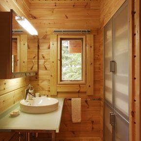 洗面所の大型収納もアルミ製