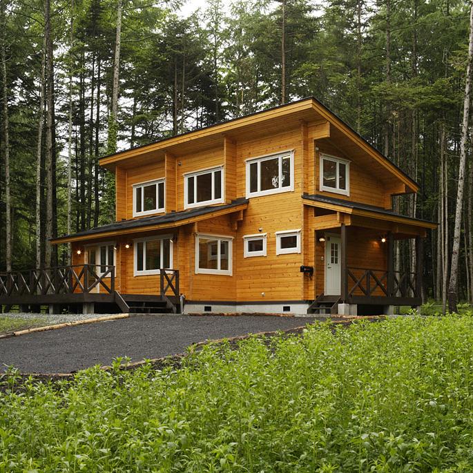 木の家には昔から憧れていたという オーナーご夫妻の思いが詰まった洗練のデザイン