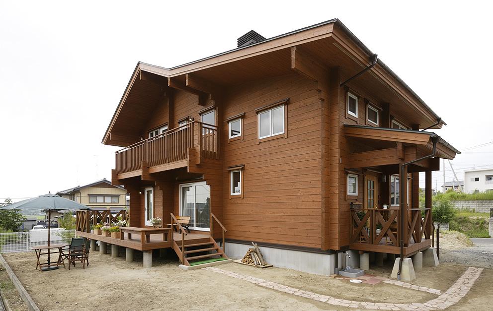 モデルプランの屋根勾配をアレンジして 2Fの居住空間を広げた