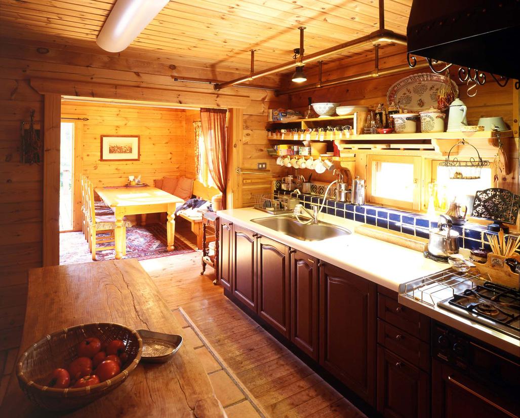 キッチンや玄関などの床はタイルで仕上げてある