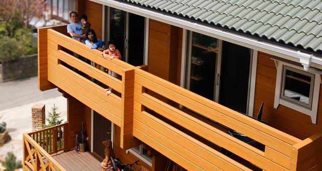 熊本まで足を運んで選んだ 子どもたちが健康に暮らせる 国産杉のログハウス