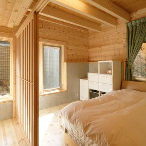 障子の引き戸を採用した1階の寝室