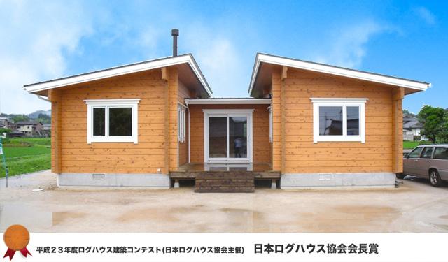中庭のあるコの字型プラン、シンメトリーなデザインが印象的な国産桧の家