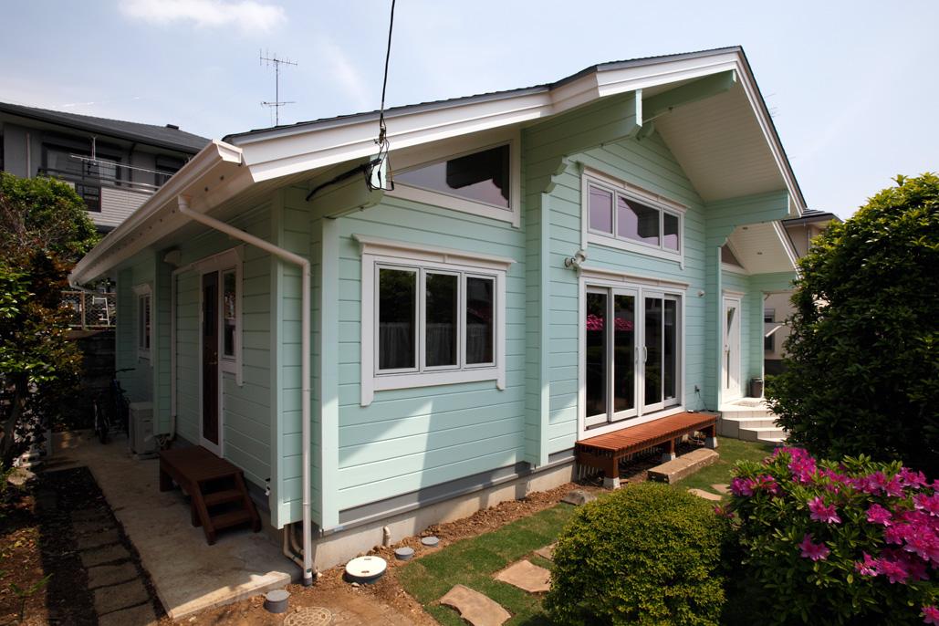 リゾート気分で暮らせる住宅地の平屋ログハウス