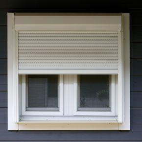 窓にシャッターを設置するなど安全性や防犯性にも配慮されています。