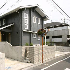 駐車スペース、ポストなど将来的な2世帯同居にも対応可能なプランニング