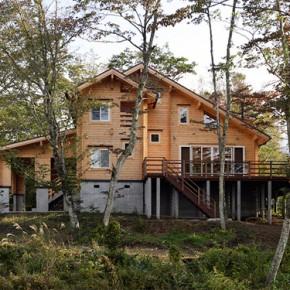 眺望抜群のリゾート地に建つ別荘