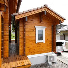 左右振り分け型のシンプルな間取りの住宅ログハウス