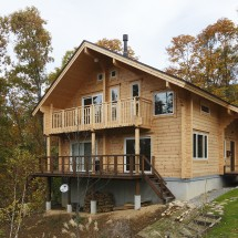 風呂からの眺望にもこだわった自然を楽しむ山の家