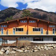 ログハウスとRCが見事に調和した贅沢な大型施設