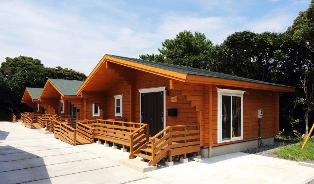 自然豊かな島に建つ国産杉ログハウス