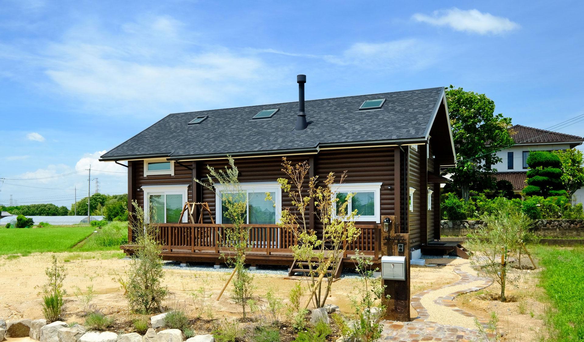 豊かな自然に囲まれたモダンなDログハウス