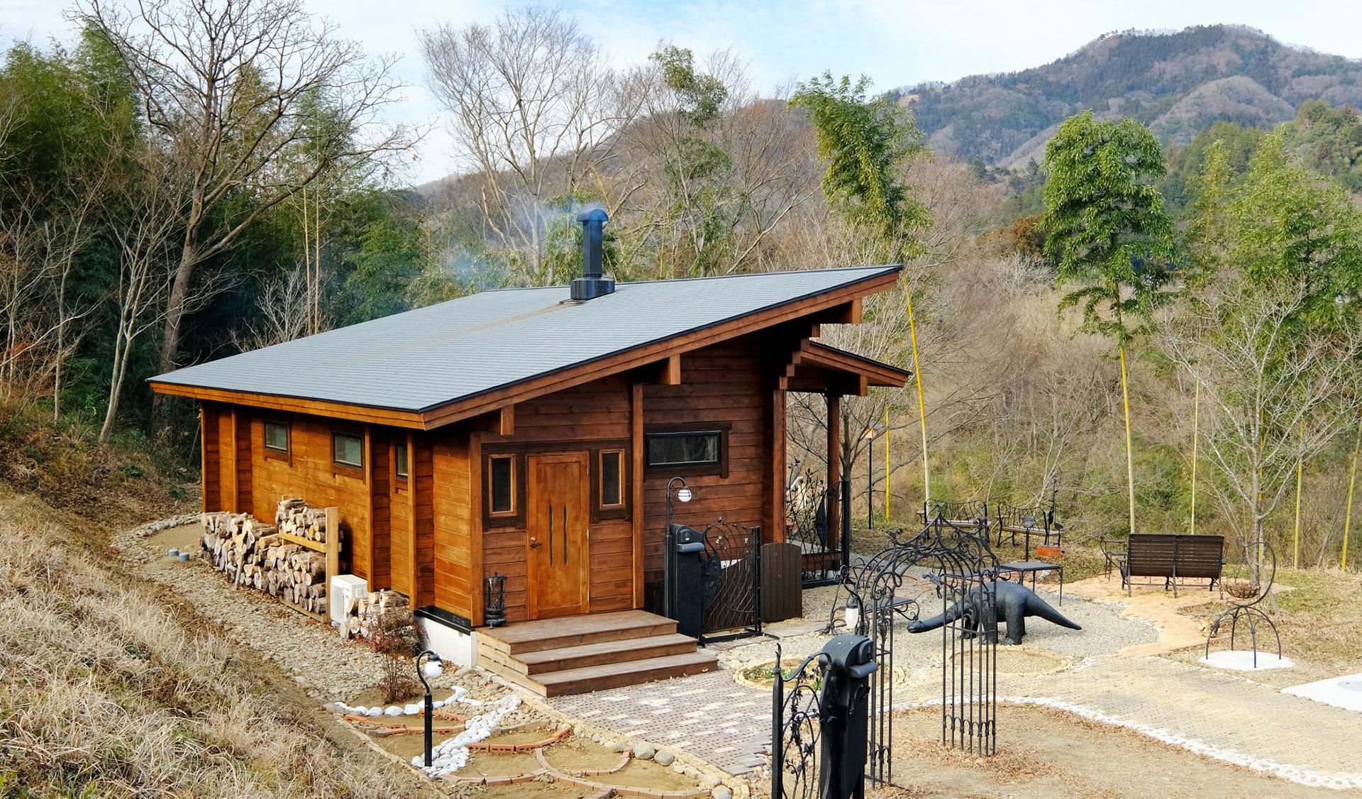 鍛鉄工芸家がセルフビルドした唯一無二の平屋ログハウス