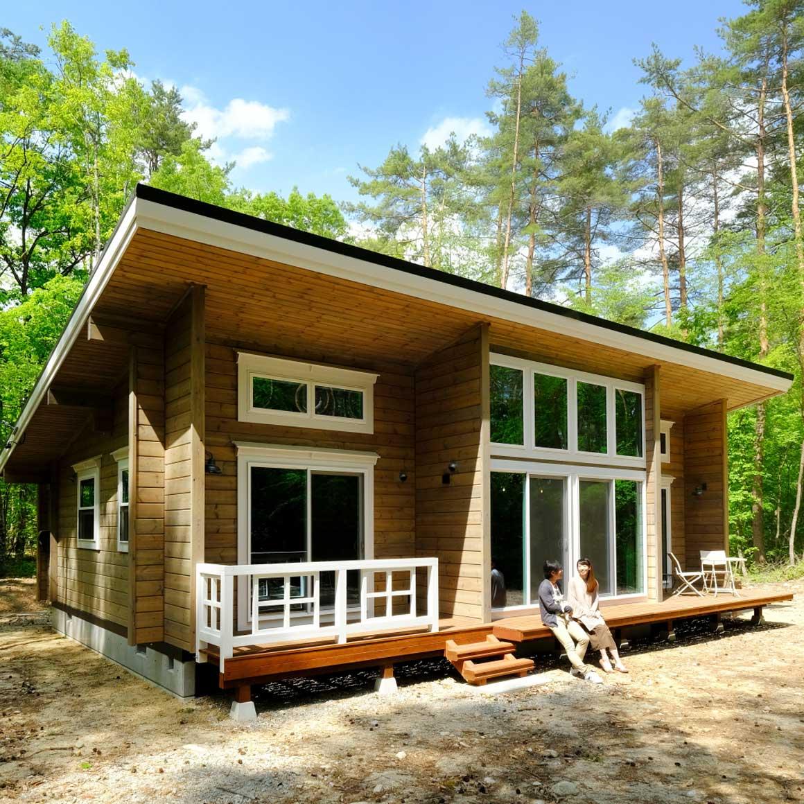 自然と生きる。森に佇む平屋のログハウス